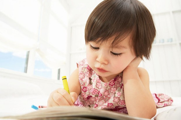 toddlers-drawing-girl-writing-play